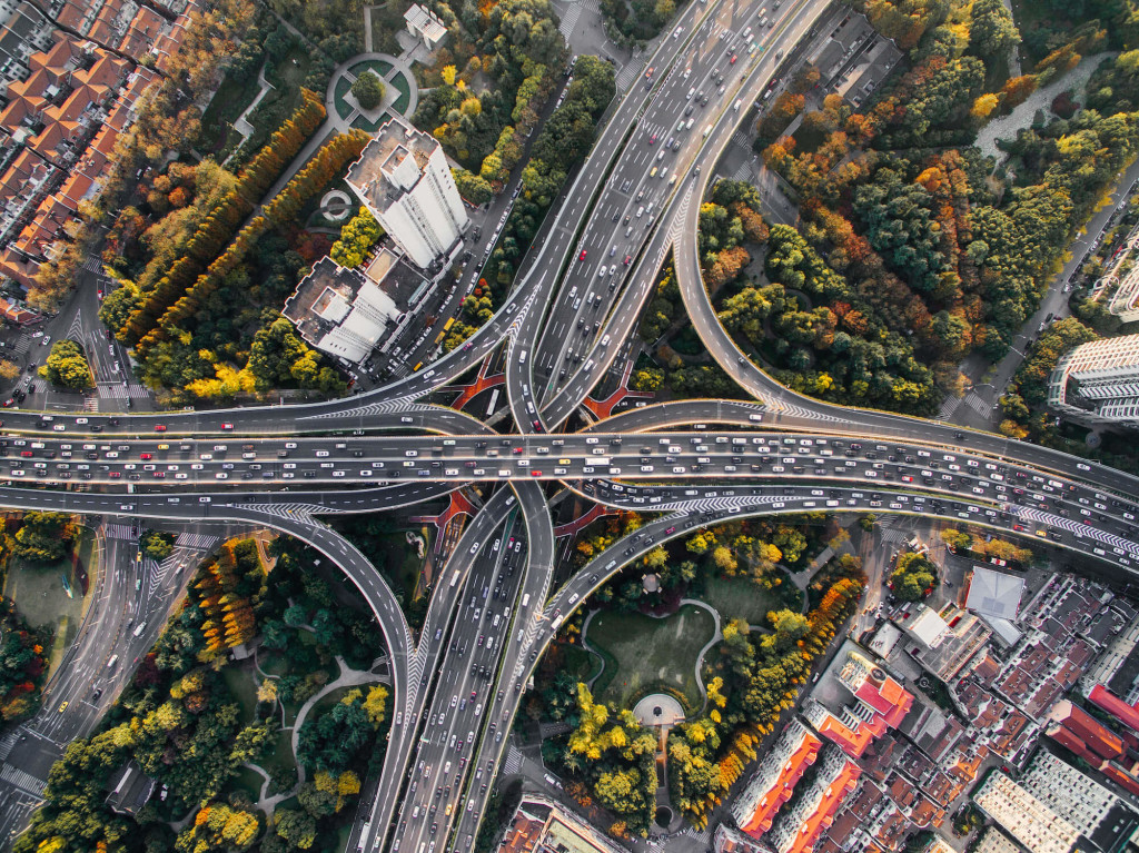 What are the causes of traffic jams? We explain highway congestion.